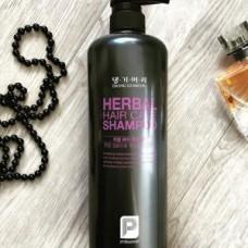 Шампунь на основе лекарственных трав Daeng Gi Meo Ri Professional Herbal Hair